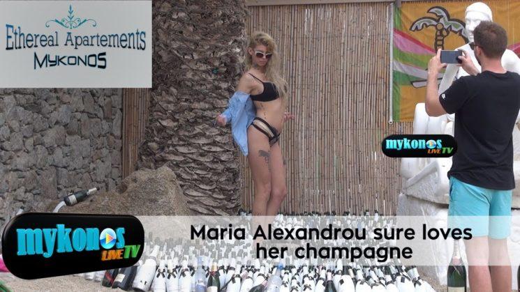 η καυτη Μαρια Αλεξανδρου εχει αδυναμια στις σαμπανιες και το εδειξε στην Μυκονο!