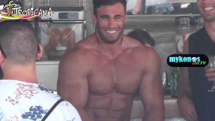 Το αστερι του bodybuilding Calum Von Moger καιει καρδιες στην Μυκονο!