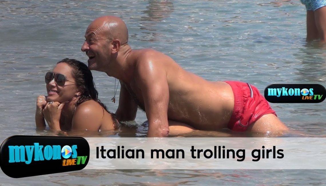 ιταλος σατυρος τρολαρει τις αισθησιακες ποζες καυτης κουκλαρας στην Μυκονο