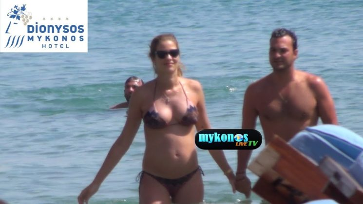 Ana Beatriz Barros and Karim El Chiaty never looked happier while vacationing on Mykonos island! Full in love αννα Μπεατρις Μπαρος και Καριμ αλ Σιατι στην Μυκονο!
