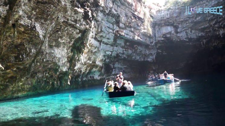 Περιηγηθειτε στην μαγευτικη λιμνη Μελισσανη της Κεφαλονιας μεσα απο το εκπληκτικο βιντεο του Πετρου